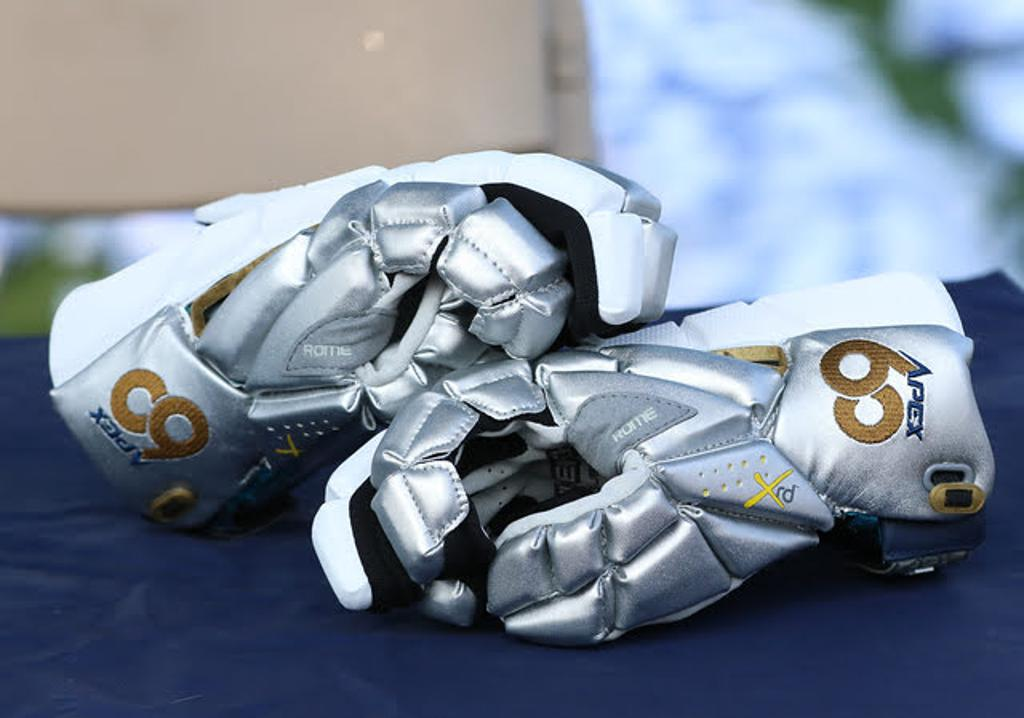 Apex 60 Summer Finale Showcase Custom Maverik Rome Gloves
