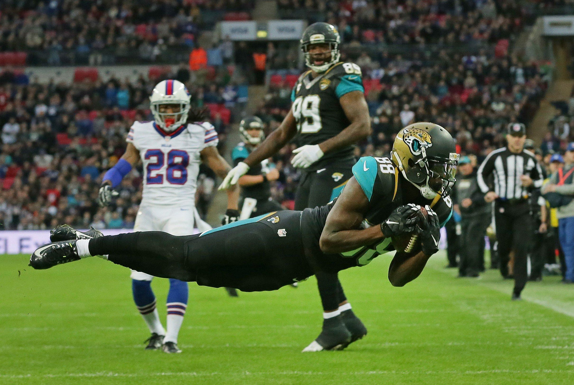 jacksonville jaguars wide receiver allen hurns 88 catches the ball. Cars Review. Best American Auto & Cars Review