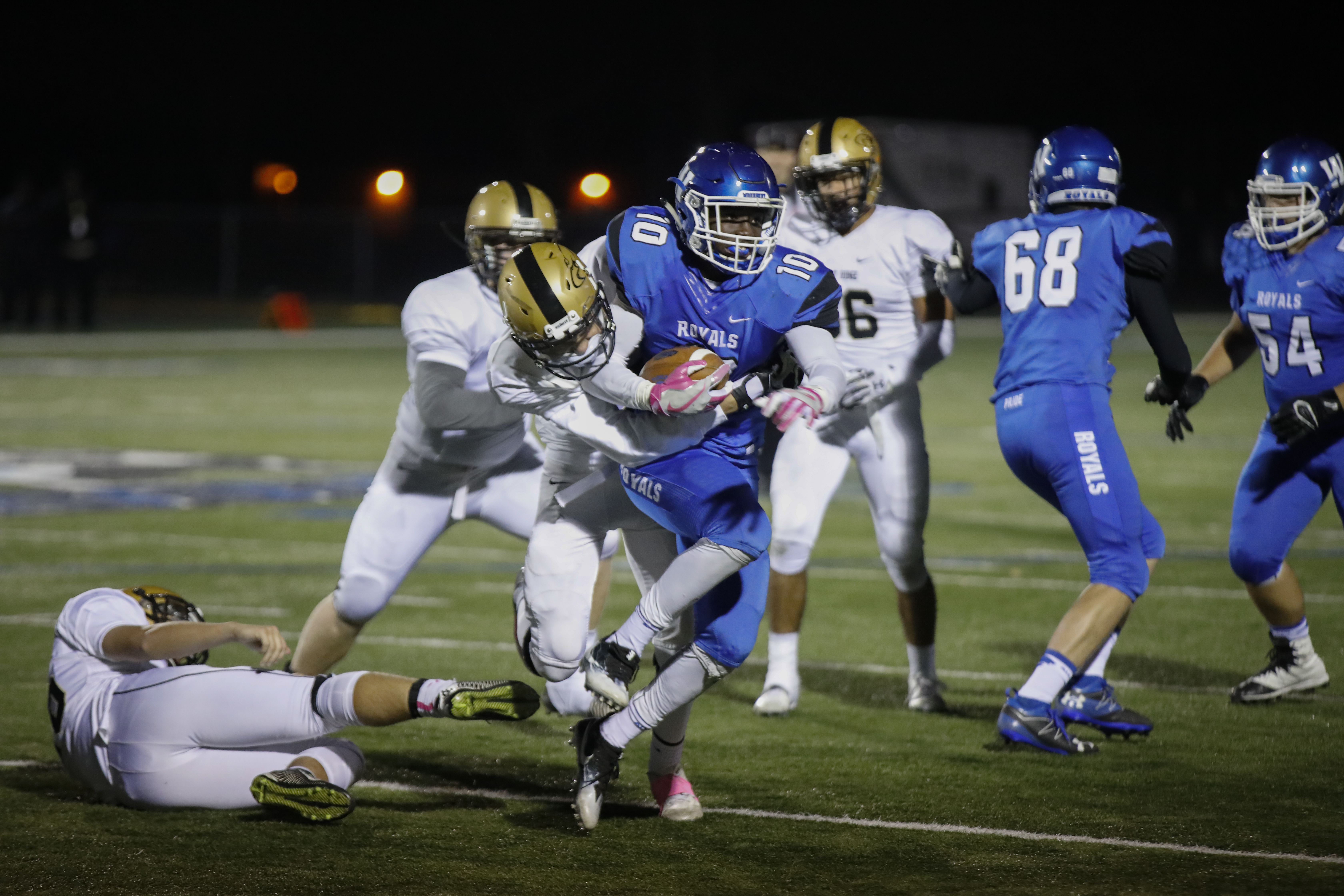 Woodbury senior running back Ricardo Twinawe (10) works for a first down. Twinawe scored three touchdowns to help the Royals upset East Ridge at home. Photo by Chris Juhn