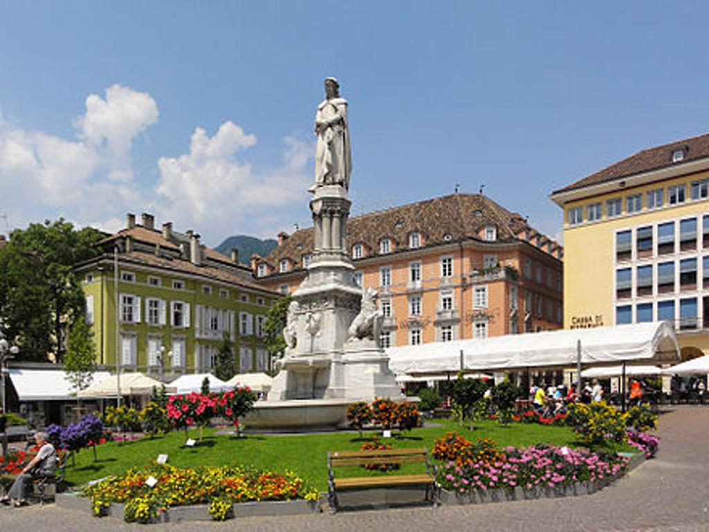 View of the Waltherplatz with the Walther monument
