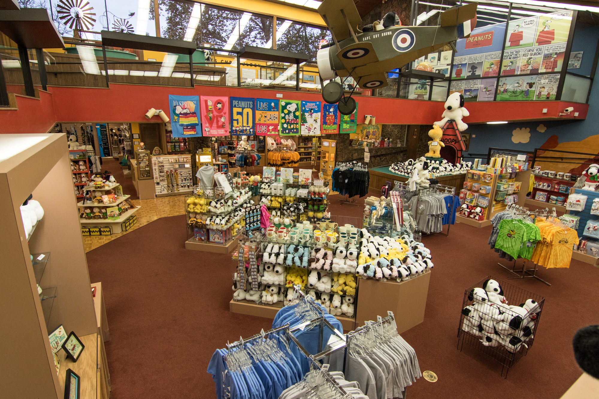 Snoopy's Gallery & Gift Shop - Inside