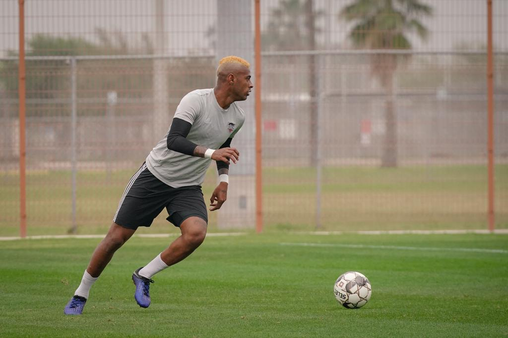 Forward Carlos Small during training. (Photo by Christian Inoferio)