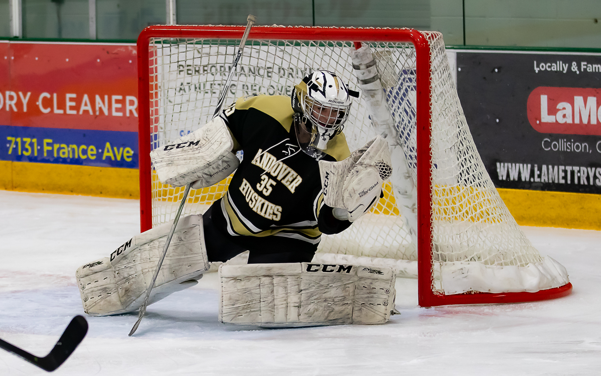 Andover senior Amanda Pelkey stopped all 25 Edina shots as the Huskies shut out the Hornets 1-0 on Thursday night at Braemar Arena. Photo by Gary Mukai, SportsEngine